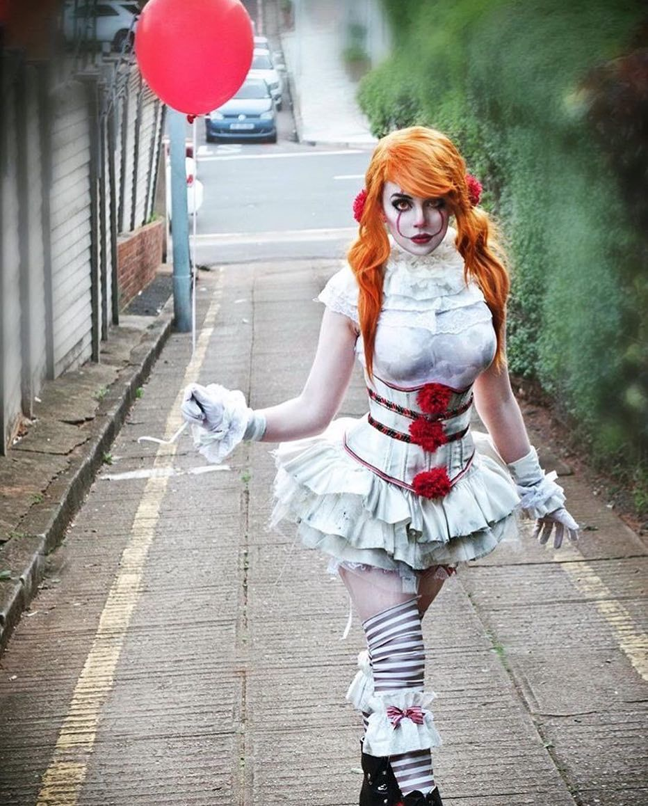 This Female Pennywise Costume Is So Cool Costumes Pinterest