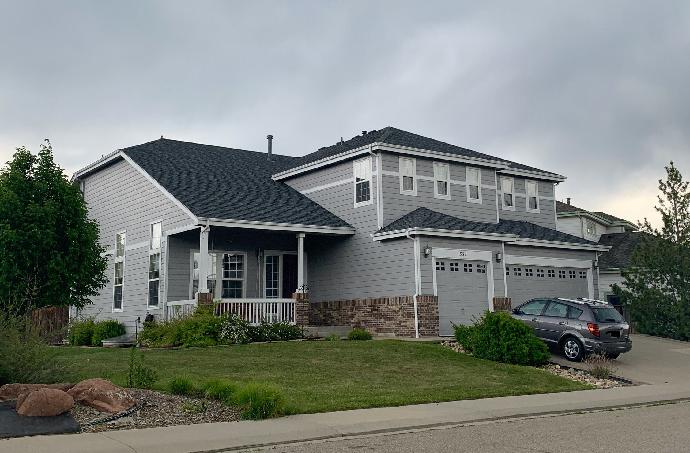 We Re Roofed This Home In South Longmont Using Gaf Timberline Hd Shingles In The Color Pewter Gray Timberline Shingles Stucco Homes House Exterior