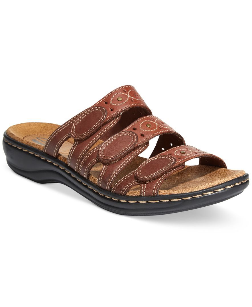 107aa554d55 Clarks Collection Women s Leisa Cacti Q Flat Sandals