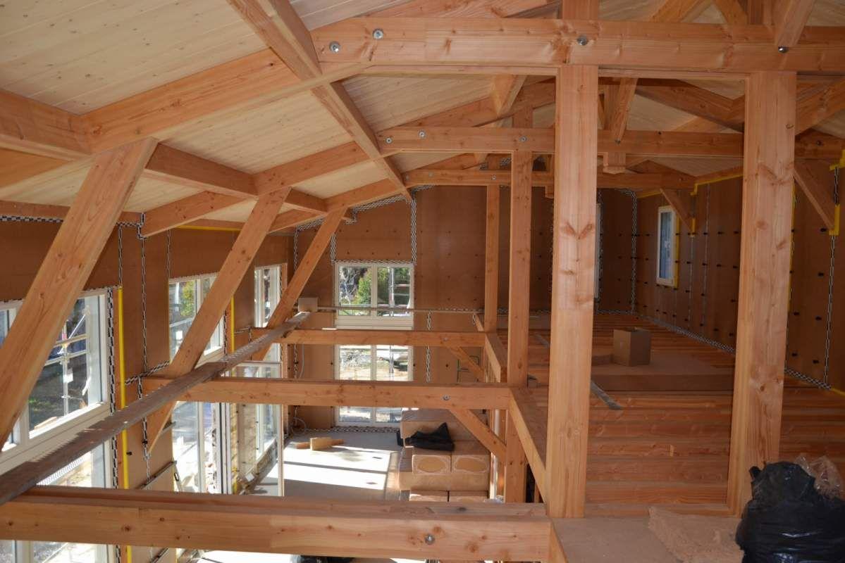 construction d 39 une maison avec charpente traditionnelle en bois maison pinterest ossature. Black Bedroom Furniture Sets. Home Design Ideas