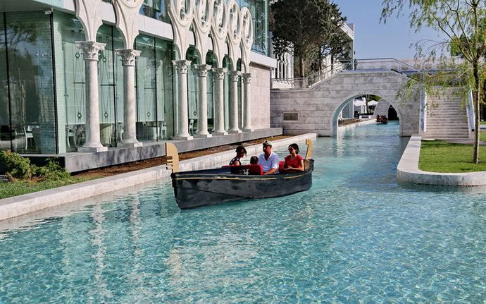 What To See In Baku Sightseeing By The Telegraph Photos Baku City Tourist Attraction Tourist