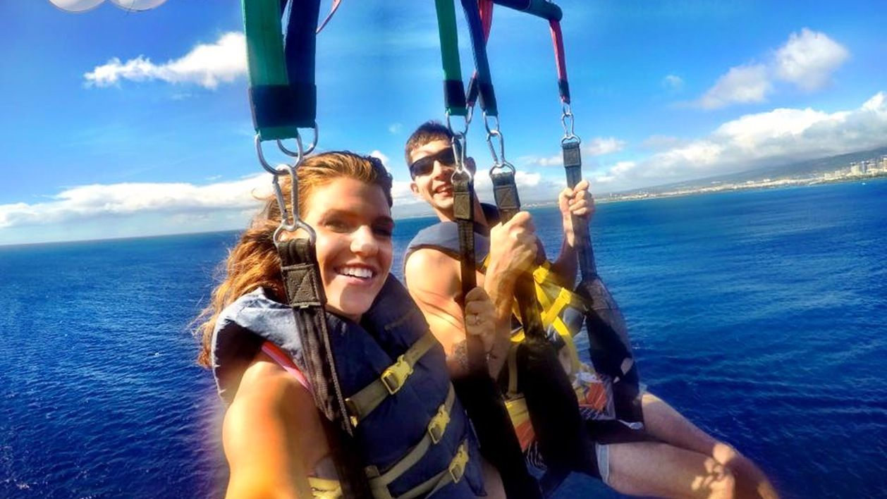 Up to 1000 feet of line allows you and a friend to enjoy perfect views of Diamond Head. The beautiful south shore will give you a taste of Hawaii from a bird's eye view.