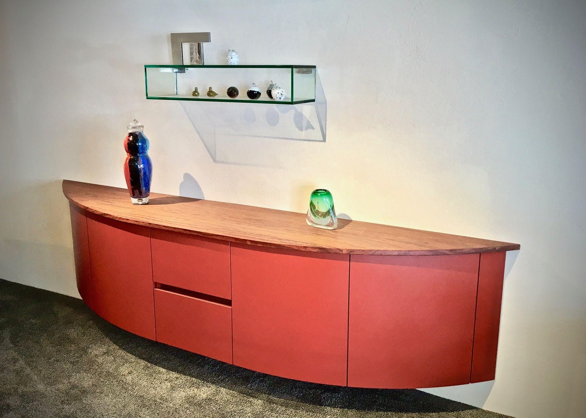 Glazen Meubels ~ Zwevend dressoir met lade in lade systeem afdekblad in massief