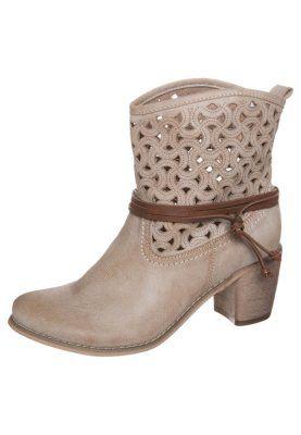 da1ce28227e Pin de Isabel De Los Santos en botas y botines | Zapatos, Zapatos ...
