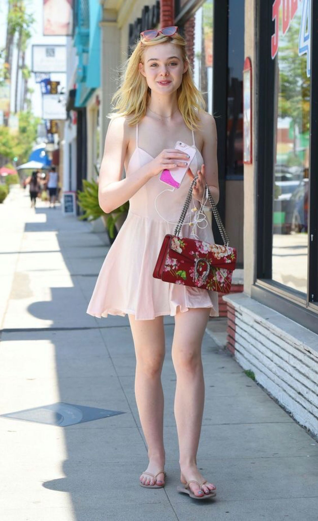 Pin By Mahima Singh On Celebrity Beauty And Style Elle Fanning