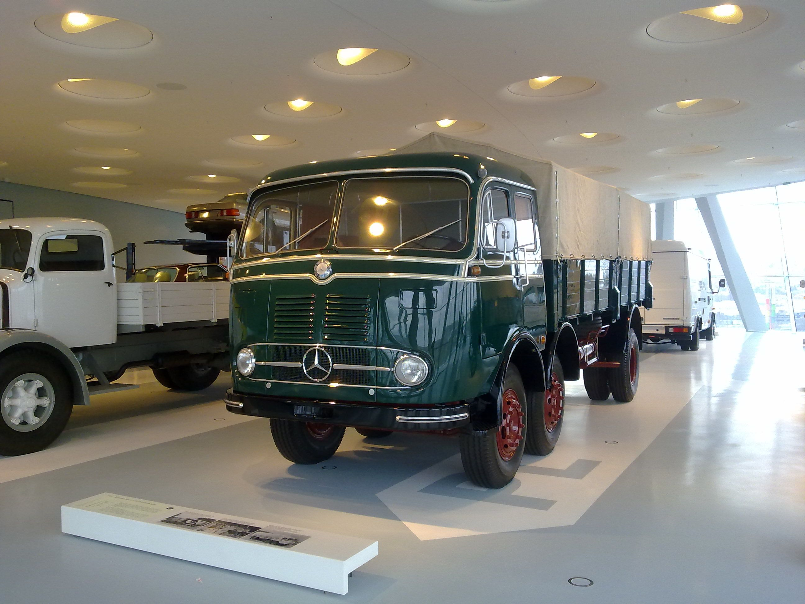 1971 mercedes benz o302 bus daimler ag de auto mercedes benz de - Mercedes Truck In Stuttgart Museum Stuttgartmercedes Benz Coachestruckgermany