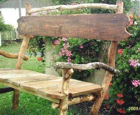 De jolis bancs en bois faits maison pour le jardin for Bancs de jardin en bois