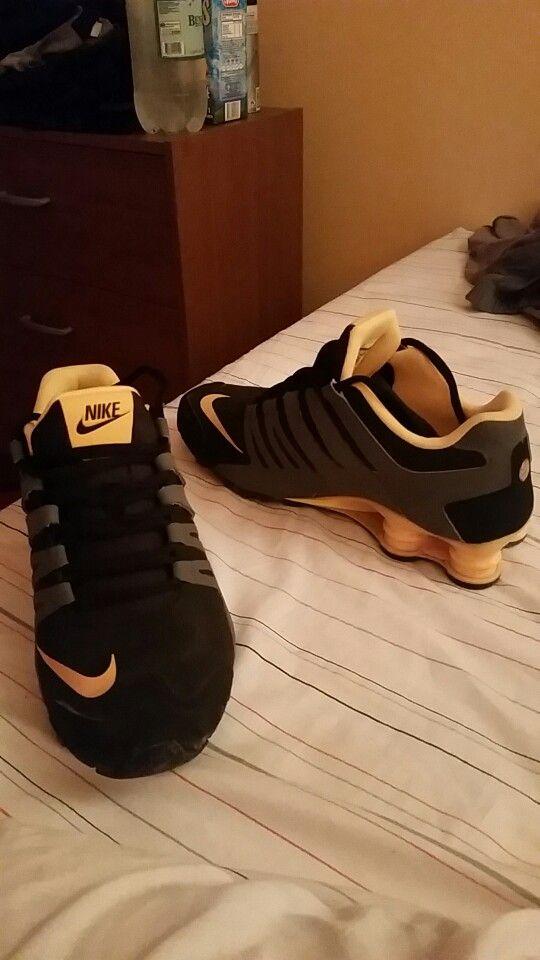 roto de Islas Faroe  Nike shox negra - gris - amarilla | Nike shox, Nike, Amarillo