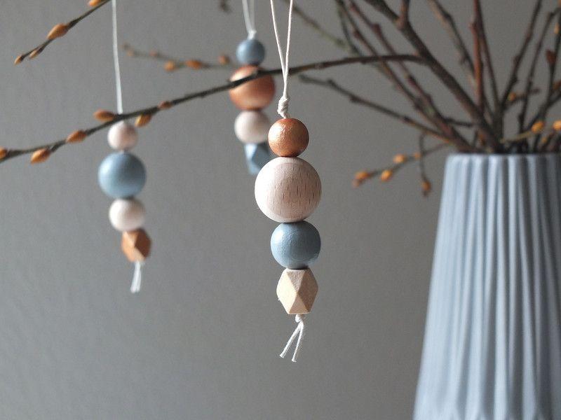 Baumschmuck: Holz - Dekoanhänger aus Holzkugeln // grau Kupfer natur - ein Designerstück von tijmoo bei DaWanda #weihnachtsmarktideenverkauf