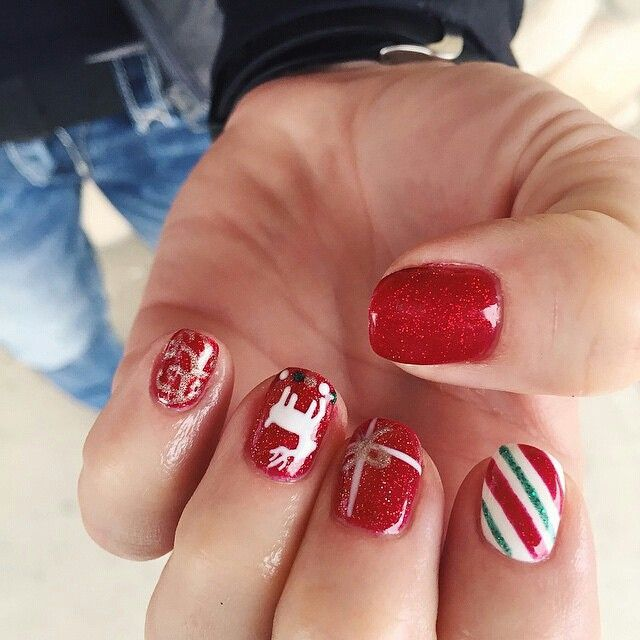 'Tis that time of year ... #booknow #seasonssalon #nailart #naildesigns #gelpolish #glitter #nails #utahnails #oremnails #Padgram