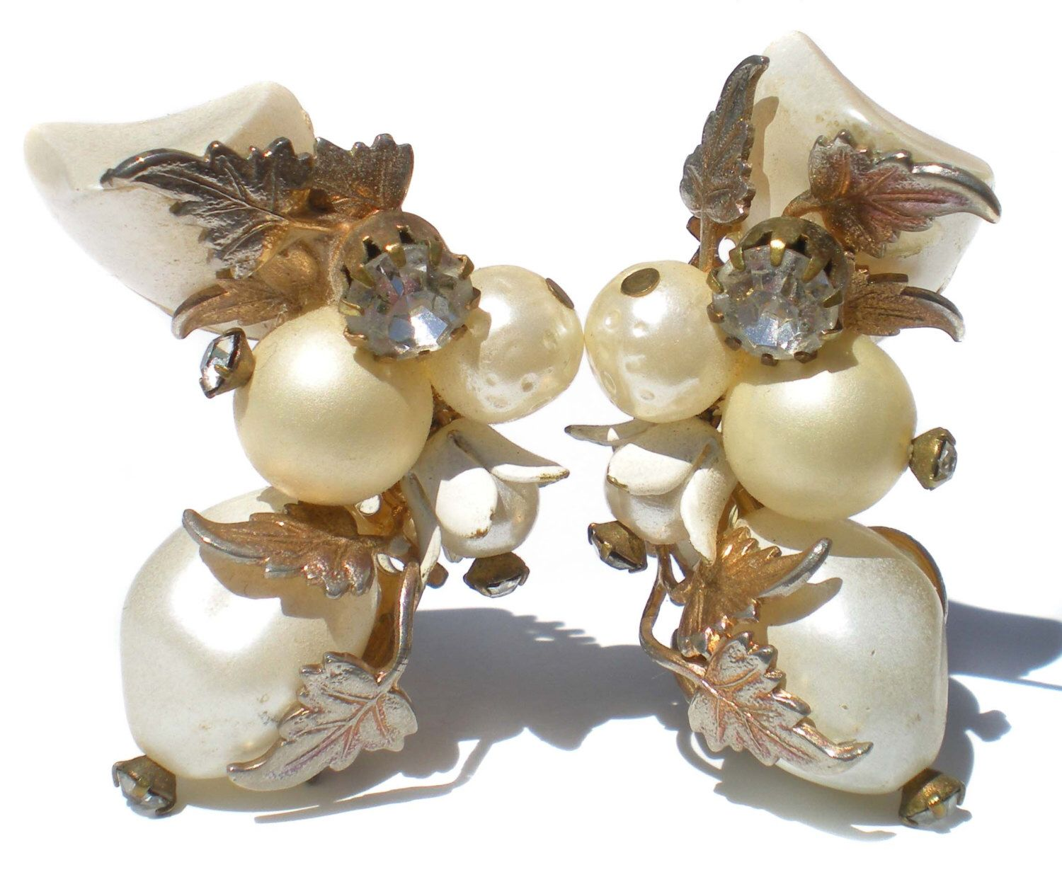 Vintage Jewelry Clip On Cluster Earrings with White