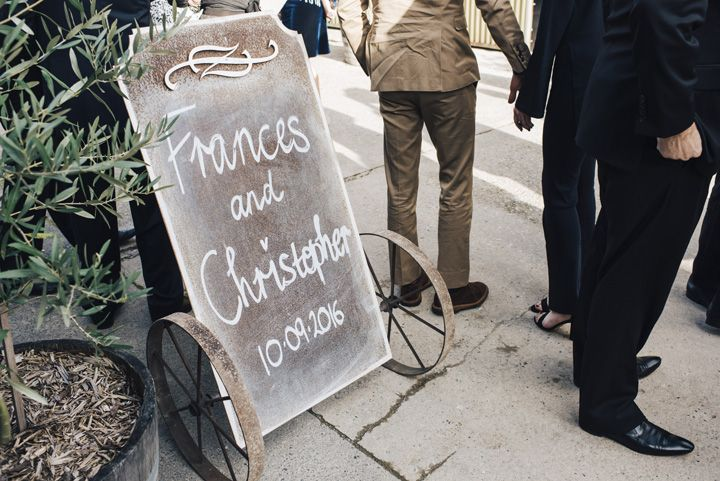 Rustic wedding sign | itakeyou.co.uk #wedding #rustic #rusticwedding #barnwedding #vineyardwedding #realwedding #weddingphotos