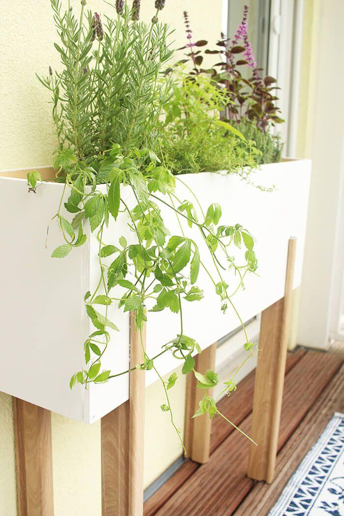 Do it yourself Gemütlicher Balkon mit selbst gebautem