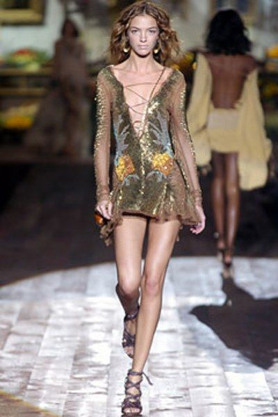 See the complete Roberto Cavalli Spring 2005 Ready-to-Wear collection.