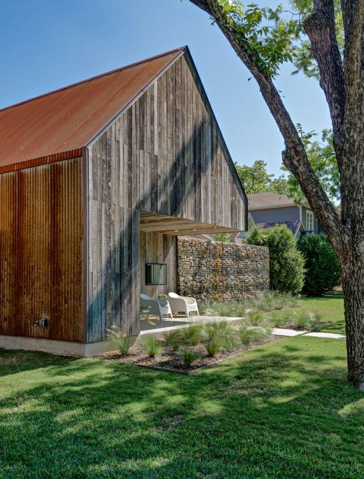bardage acier Corten, parement bois massif, pelouse, arbres et ...