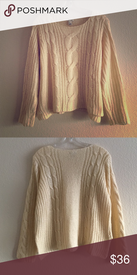 Buttercream Cable Knit Cropped Sweater Buttercream cable knit boxy cropped sweater. Forever 21 Sweaters Crew & Scoop Necks