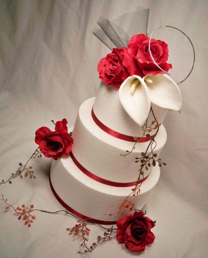 turmf rmige rot wei e torte zur hochzeit verzierung mit calla und rosen bl ten hochzeizstorten. Black Bedroom Furniture Sets. Home Design Ideas