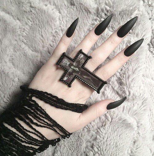 Image via We Heart It https://weheartit.com/entry/160568451/via/6142609 #alternative #blacknails #cross #goth #grunge #hand #nails #pale