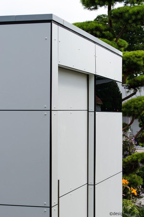 Schuur Met Een Strakke Moderne Look De Schuur Is Bekleed Met Witte Hpl Platen De Platen Zijn Bevestigd Met Design Gartenhaus Gartenhaus Flachdach Gartenhaus