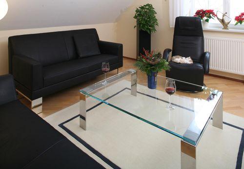 couchtisch mit poliertem edelstahlgestell von den m belmachern passend zum sofa glove und dem. Black Bedroom Furniture Sets. Home Design Ideas