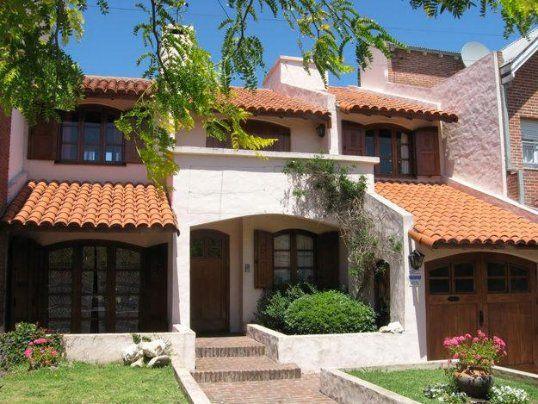 Gran casa clasica con tejado colonial fachadas de casas for Fachada casa clasica