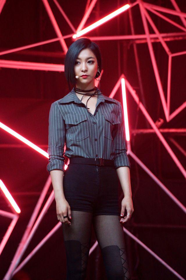 Luna - f(x) Red Light em 2019   Fx luna, Amber e Fx red light F(x) Luna Red Light Live