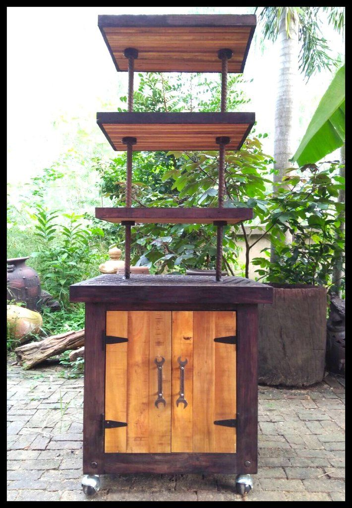 ตู้ไม้เก็บของพร้อมชั้นวาง (Industrial Manhole Cabinet Display)