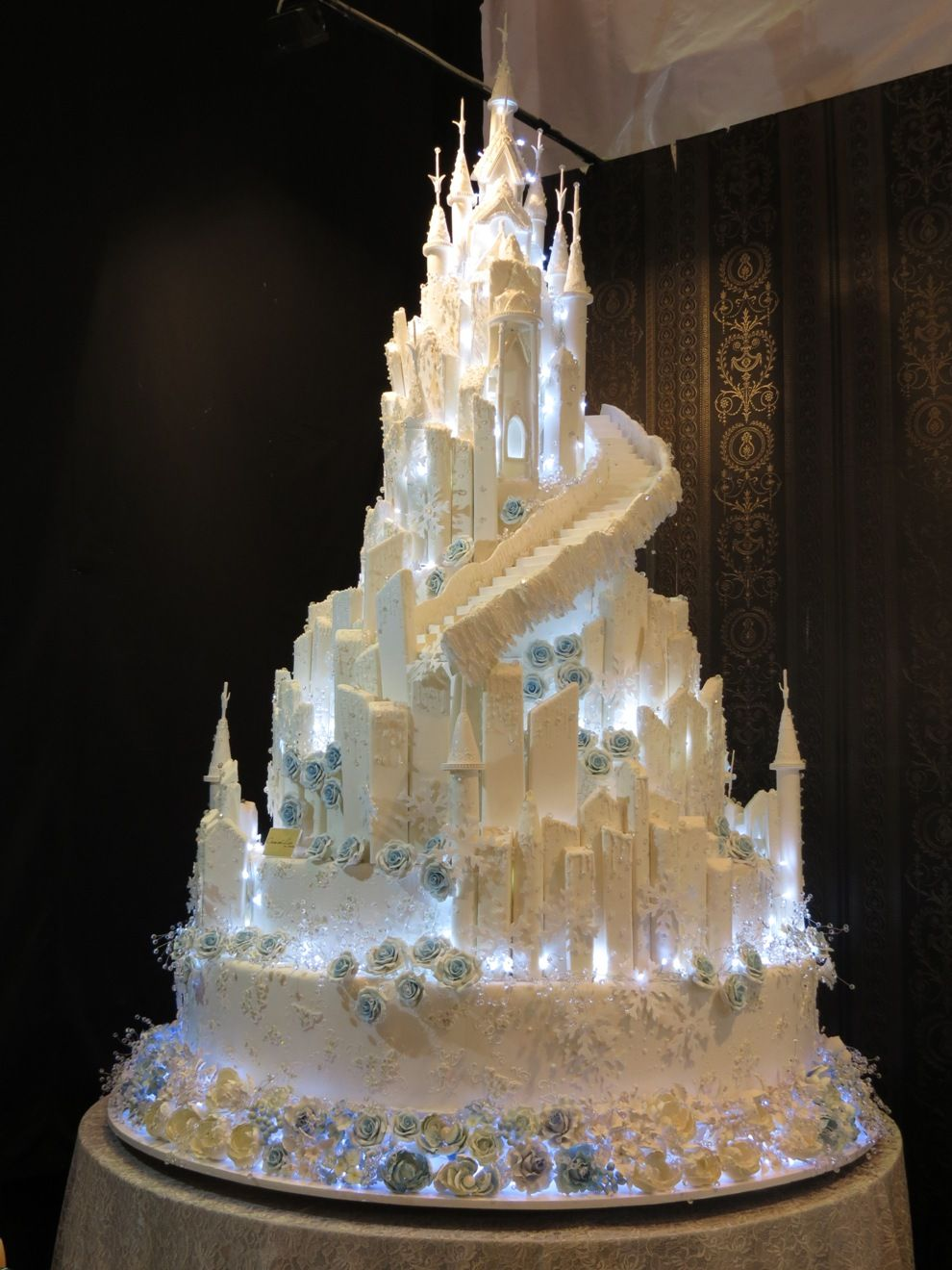 Idea by Mary Wantz on Magnificent Cakes.. Disney wedding