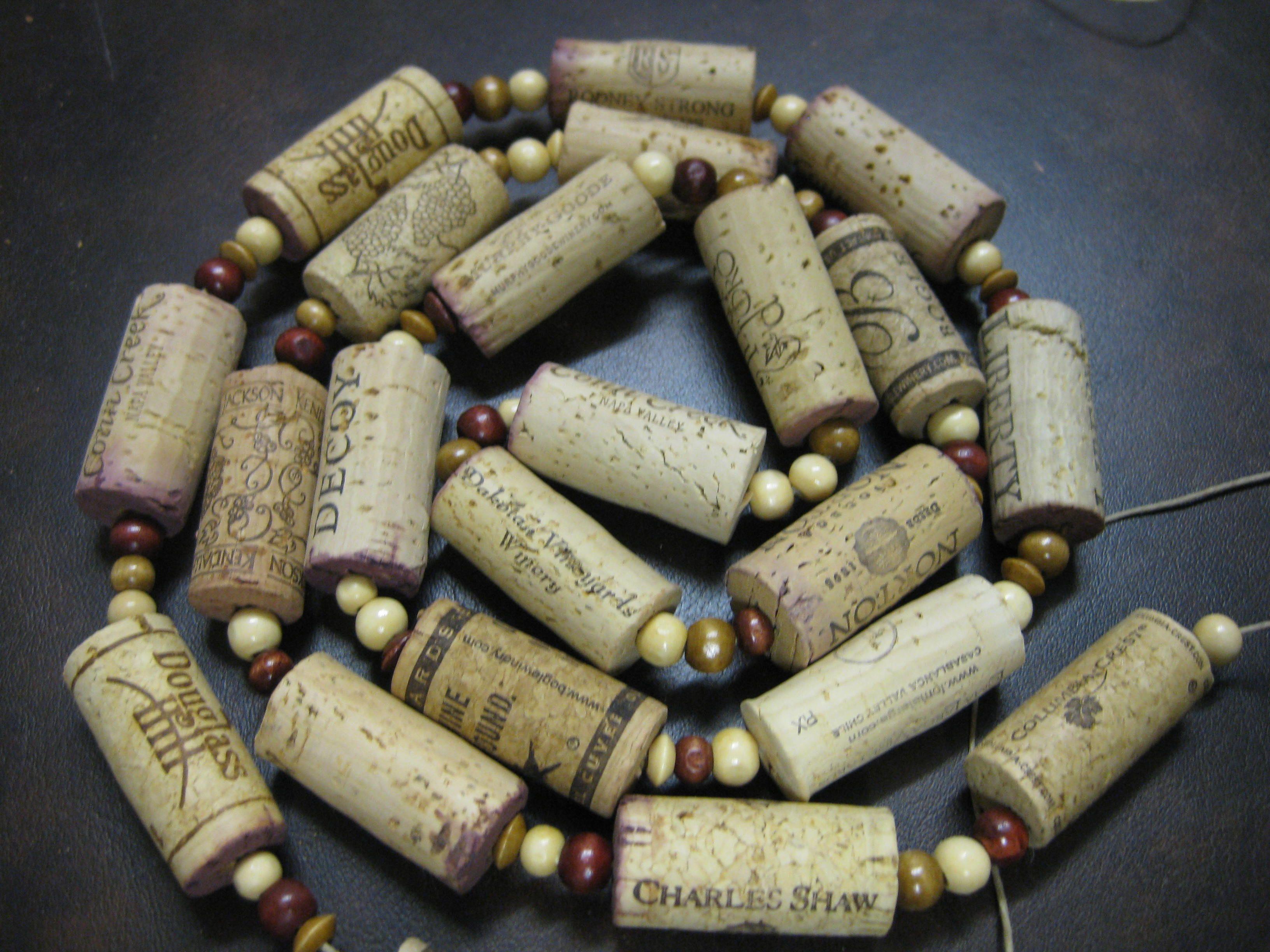 Wine cork garland diy wine cork craft ideas pinterest for Wine cork ideas