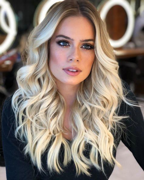 Blonde Pérola® @isabellarotta #pearlblonde #romeufelipe #equiperomeufelipe #wellaplex #wellahair #blondebyromeufelipe Mega… #champagneblondehair