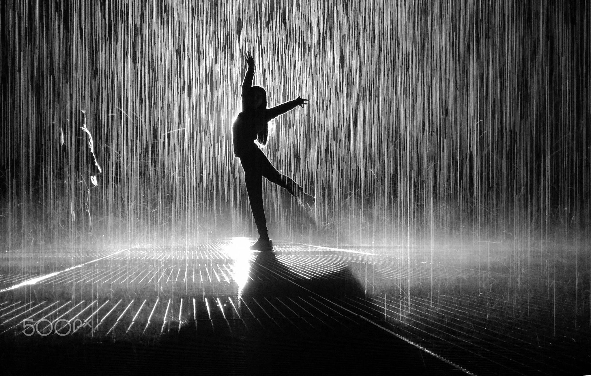 Dancing In The Rain Its Taken In The Rain Room Designed By Random International