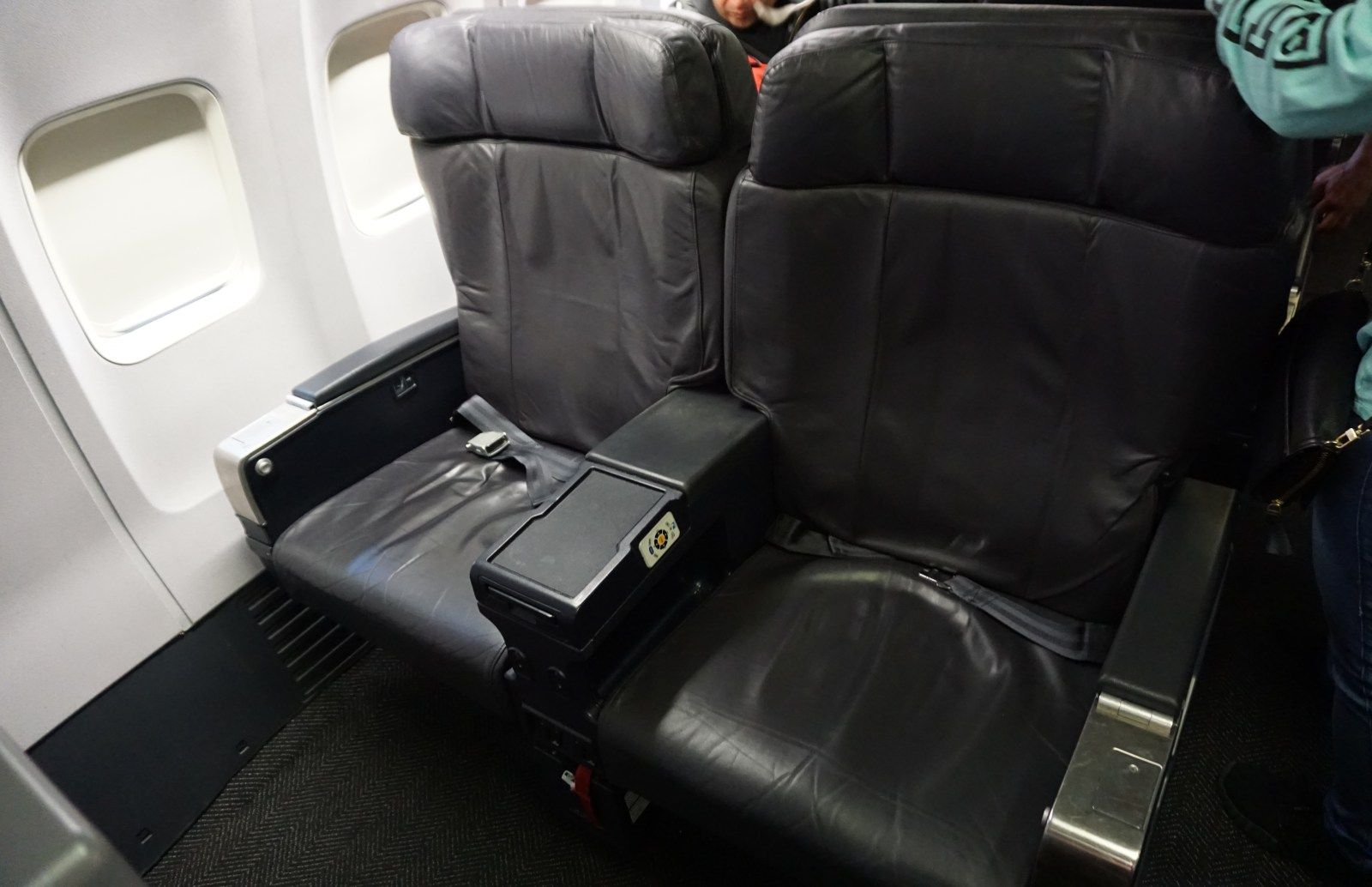 Review Of United Airlines 737 900 First Class Dallas To Houston United Airlines The Unit First Class