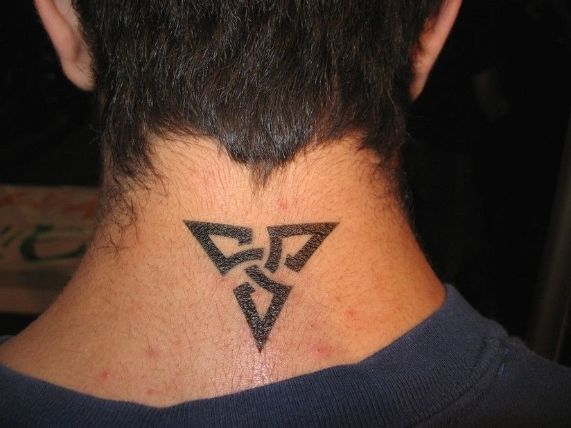 Tribal Chinese Character Side Neck Tattoo 4 Jpg 824 618 Back Of Neck Tattoo Men Back Of Neck Tattoo Neck Tattoo For Guys