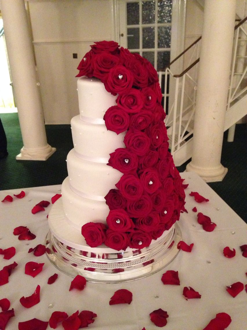 Red roses garland wedding cake traceyus cakes pinterest cake