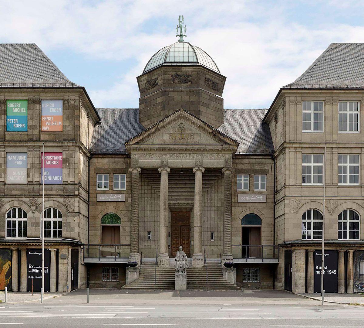 Die Exponate Des Museums Wiesbaden Reichen Von Der Prahistorie Bis In Die Gegenwart Und Gliedern Sich In Die Sammlung Alter M Museum Wiesbaden Museum Wiesbaden