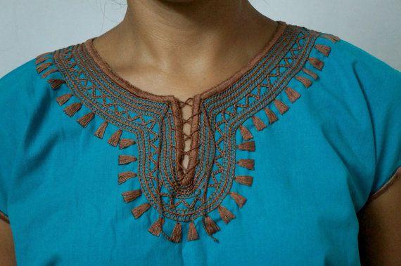 Blusa bordada a mano de estilo bohemio. Bordado tribal por ElPueblo, $24.00