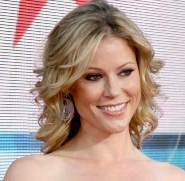 Hairstyles For Party Look : Julie bowen medium curly hairstyle formal party careforhair