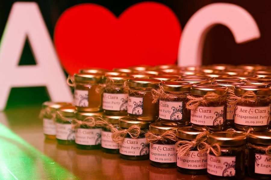 Unique Wedding Gifts Brisbane : Filled Jars Wedding Bomboniere, Mini Personalised Honey Jars, Wedding ...