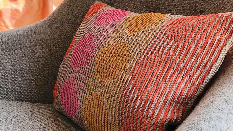 Photo of Lust auf ein Makeover auf dem Sofa? Strickdesignerin Tanja Steinbach …