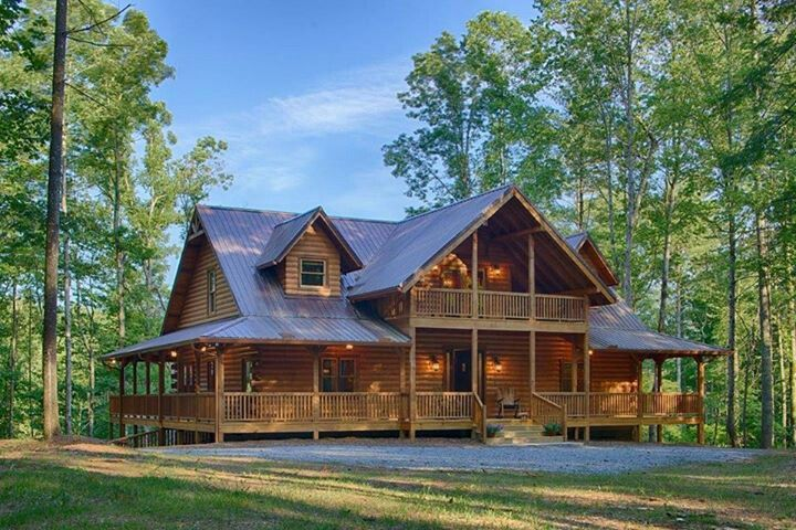Love The Wrap Around Porch Can See The Hint Of Balcony Off The Back With Possibly A Walkout Basement Log Cabin Homes Log Homes Exterior Log Home Floor Plans