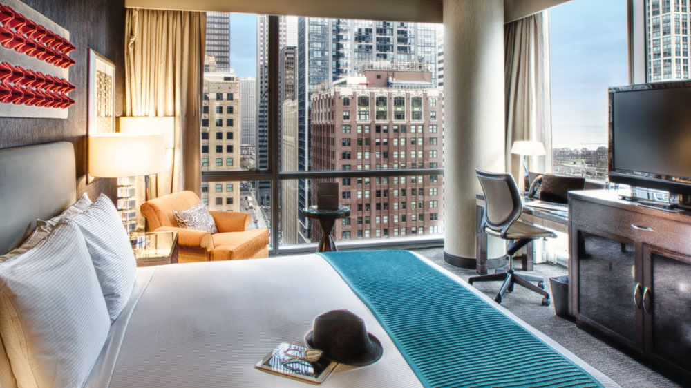 Thewit Hotel Chicago Paramount Suite