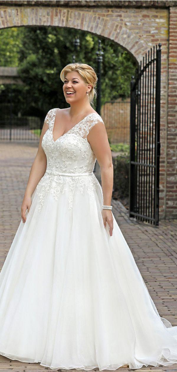 Traumhaft schönes Brautkleid von Amelie, das an Frauen mit echten ...