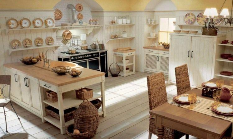 Mediterrane Küche mit Wand aus Holz und mit Anstrich   Ideen ...