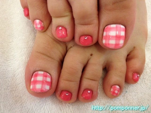 pink plaid toes
