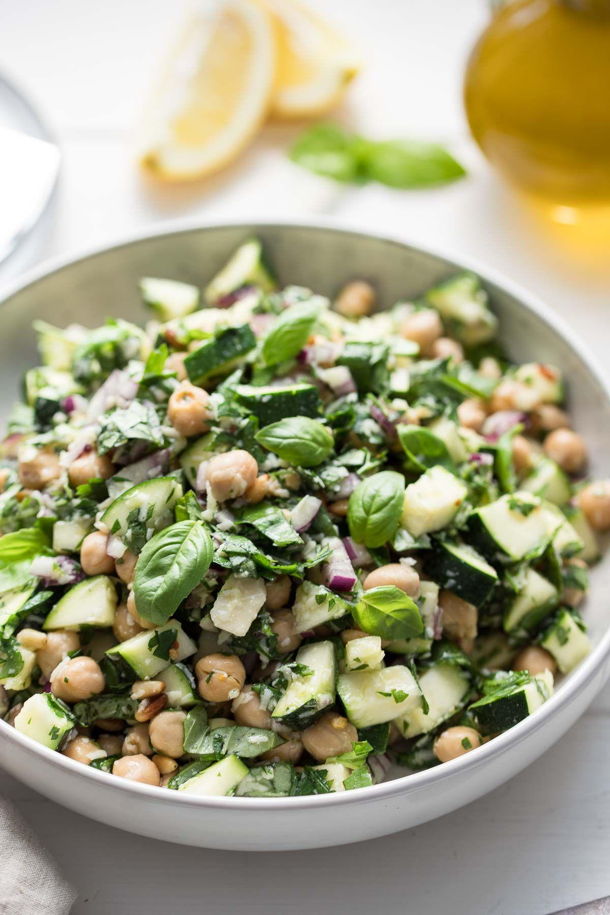 Zucchini-Salat mit Kichererbsen, Zitrone und Parmesan | Elle Republic