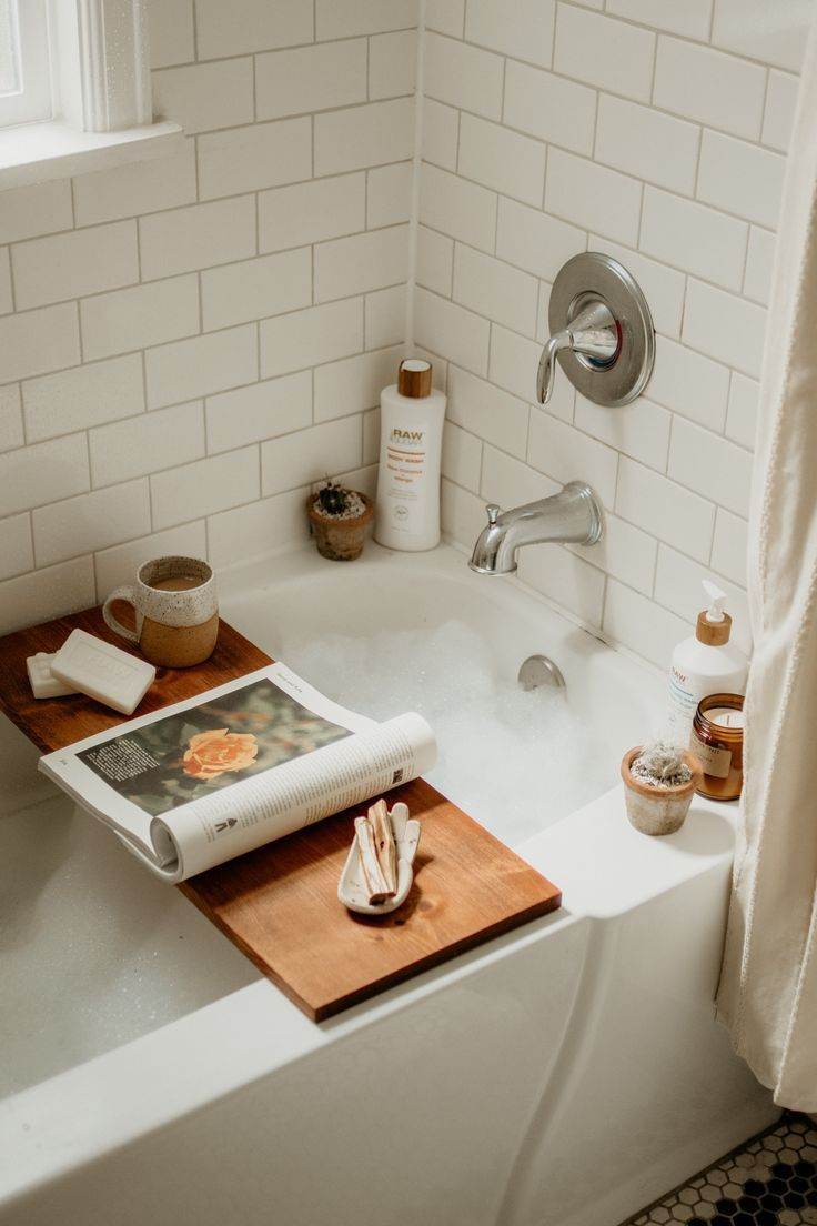 The Kerchum Residence Is A Perfect Mix Of Modern: @themoptop #bath #bathtime #relax #interiordesign