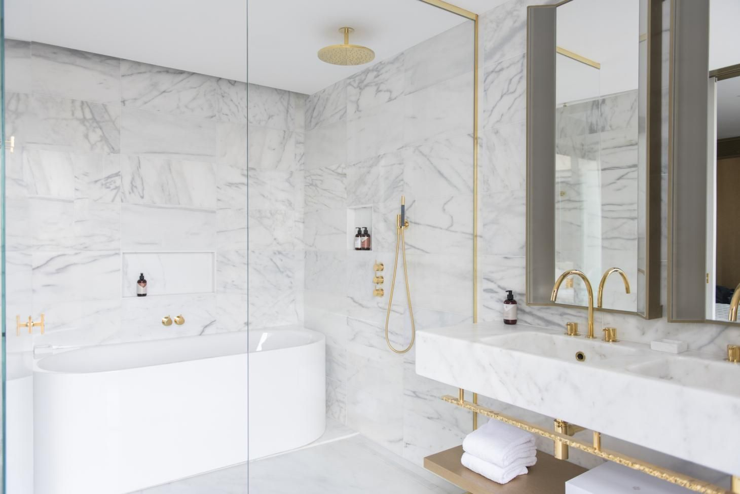 Hotel Sofitel Vienna The Bathroom Has A Relaxing Atmosphere And Neutral Colours The Glass Hotel Bathroom Design Bathroom Design Luxury Bathroom Decor Luxury