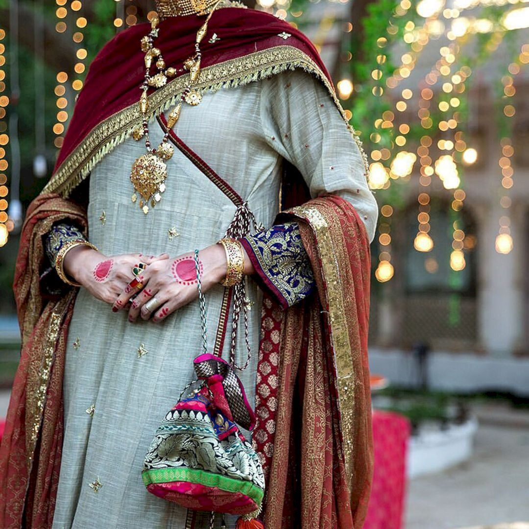 White Wedding Dress With Henna: 35+ Stunning White Henna Art For Your Wedding