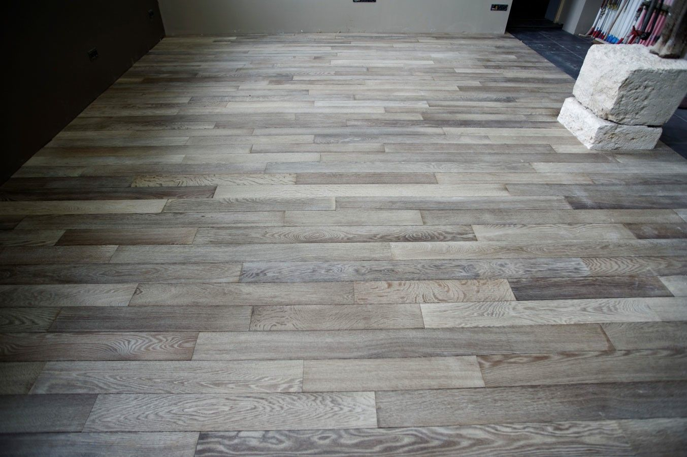 Mahogany Floors Wall Color And Grey Furniture Color Floors Furniture In 2020 With Images Oak Parquet Flooring Mahogany Flooring Grey Wood Floors