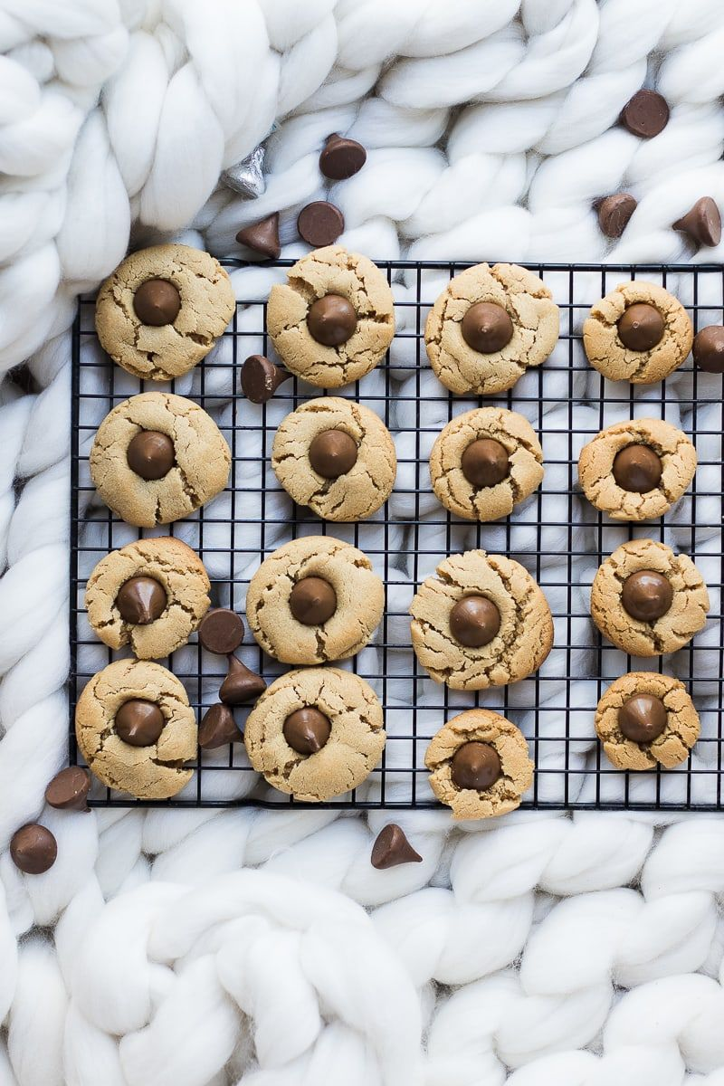 Peanut Butter Blossom Cookies | Oh So Delicioso #peanutbutterblossomcookies